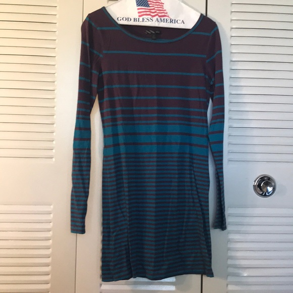 ffbd20a963 Striped Long sleeve bodycon dress. Vans. M 5b3aa24e9539f722c8cb6b4d.  M 5b3aa2710cb5aaa1095ab582. M 5b3aa27cc89e1d5b7acaeebc